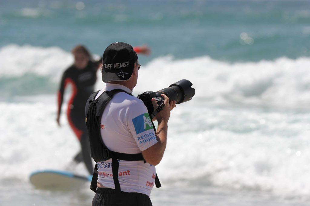 Patrick avec son appareil photo lors d'une journée See Surf